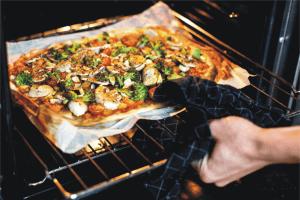reheat-frozen-pizza-in-oven